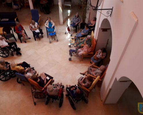 Residencia Madre reza el rosario a la Virgen del Carmen